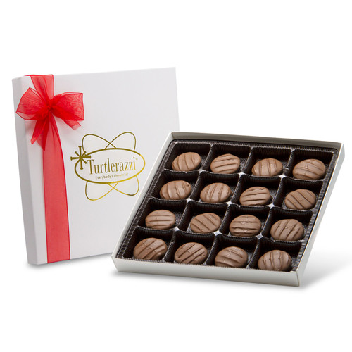 Turtlerazzi - 16 pieces of milk chocolate turtles in a white gift box with a red ribbon