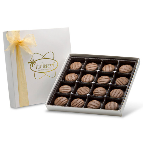 Turtlerazzi - 16 pieces of chocolate turtles in a white gift box with a gold ribbon