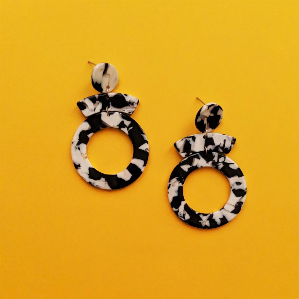 Echo Acrylic Earrings / Black + White