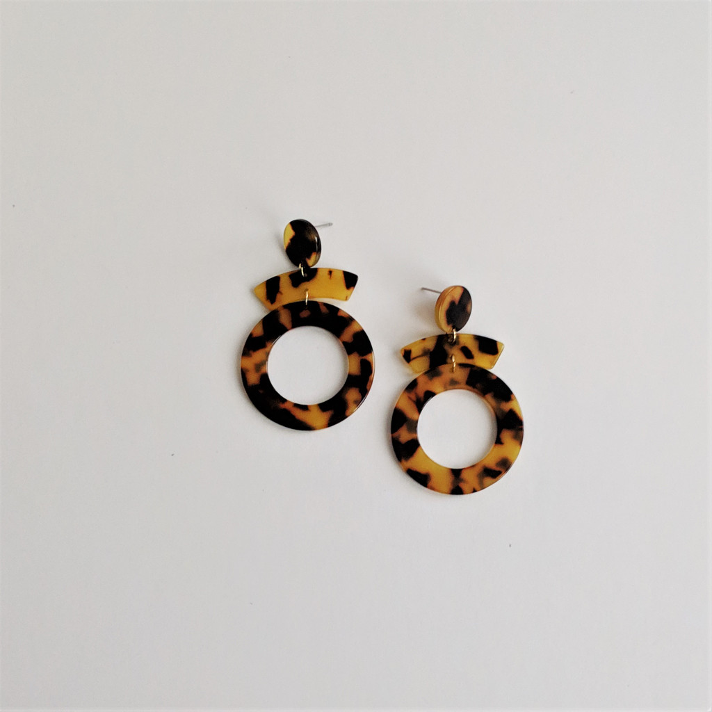 Echo Acrylic Earrings / Tortoise
