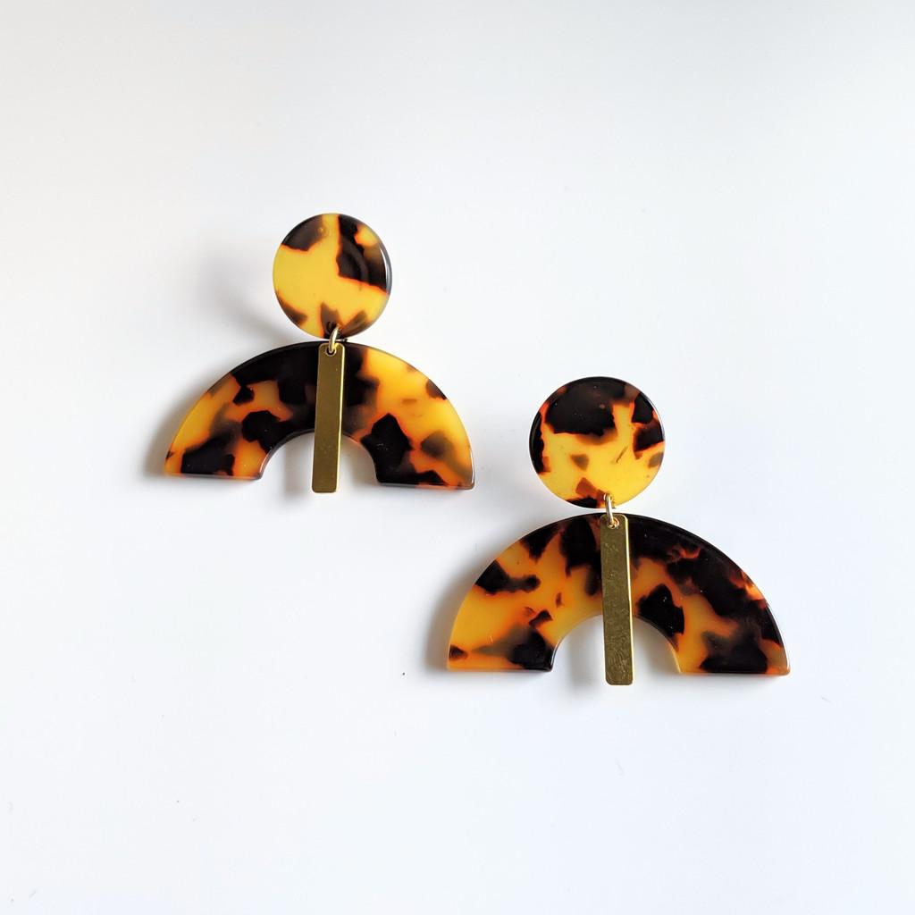 Wide Eyed Acrylic Arch Earrings - Tortoise