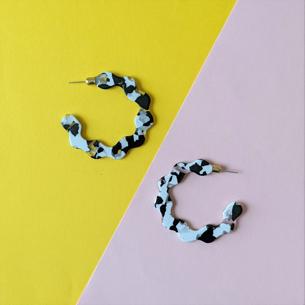 Do the Twist Acrylic Hoop Earrings / Black + White