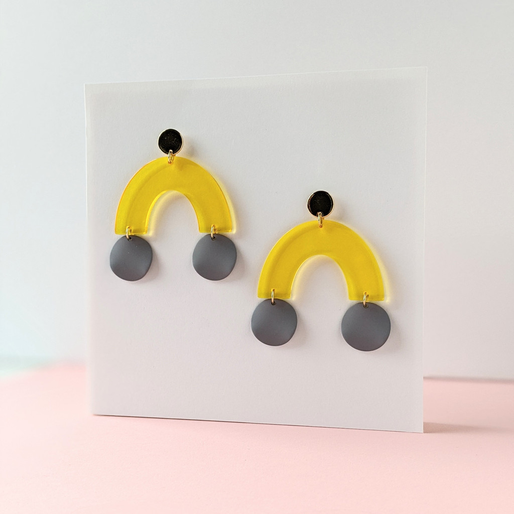 Take the Leap Arch Earrings / Yellow