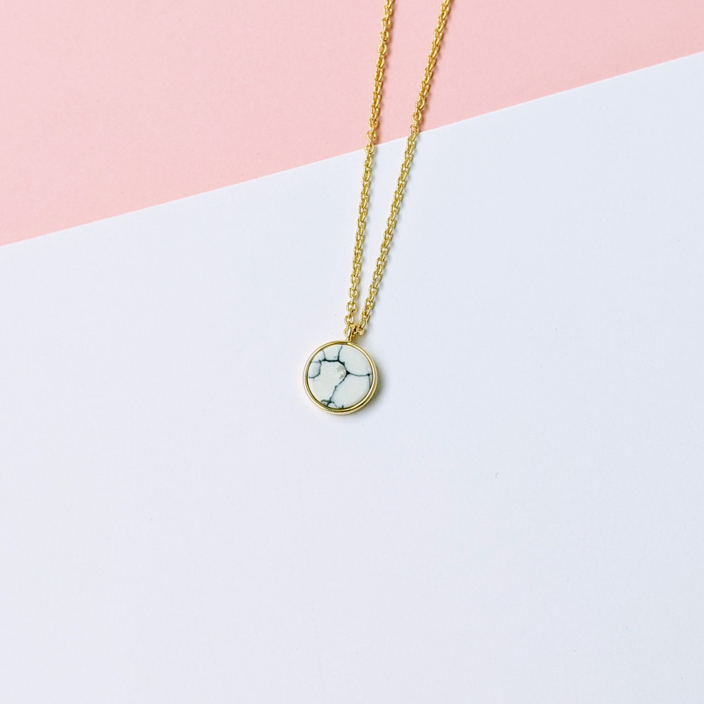 Marbled circle dainty gold necklace
