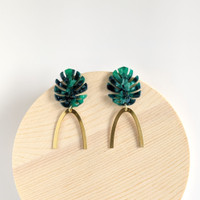 Botanical Babe Leaf Arch Earrings - Green