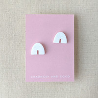 The Petite Arch clay earrings - white