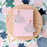 Flower Outline drop earrings / white