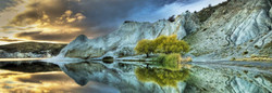This Heye puzzle presents a panoramic photograph of Blue Lake, located in New Zealand's Southern Alps, featuring a wonderful view of the lake itself surrounded by majestic white cliffs.