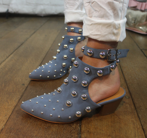 Pointed Stud Shoes