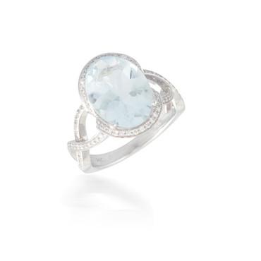 Oval Aquamarine and Diamond Halo Ring 2