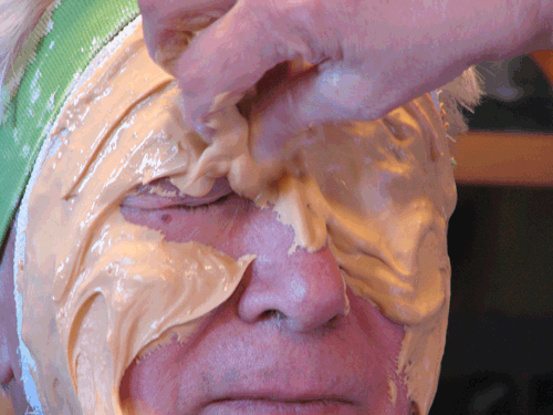 This is our 590-IBG alginate being used for a face casting. Smooth, creamy and very thick, this alginate stays where you put it and doesn't drip onto the floor like others.