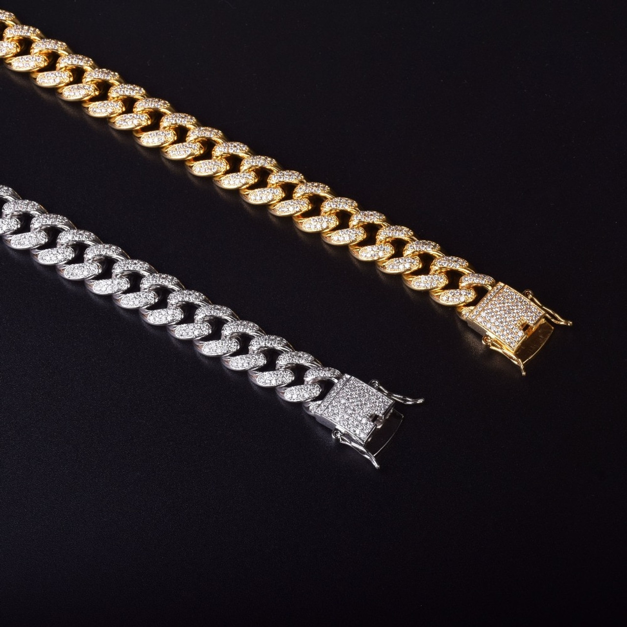 zirkonia 16 x 12 mm and filled gold chain Venezia 45 cm with carabin lock