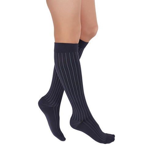 GRAY- Rejuva Freedom is a dynamic, color compression sock for men and women. With a classic pattern and luxuriously soft material, Rejuva Freedom is easy to apply and comfortable to wear all day. Featuring traditional and eye-popping colors to pair with every outfit.
