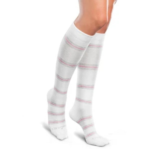 Core-Spun by Therafirm Mild Support Socks are designed to help prevent edema, leg discomfort and deep vein thrombosis for long distance travelers and to help promote better blood flow, prevent mild swelling, and relieve tired, achy legs and feet. Plus, the soft, ultra stretchy fibers ensure these compression socks are easier to put on and more comfortable to wear