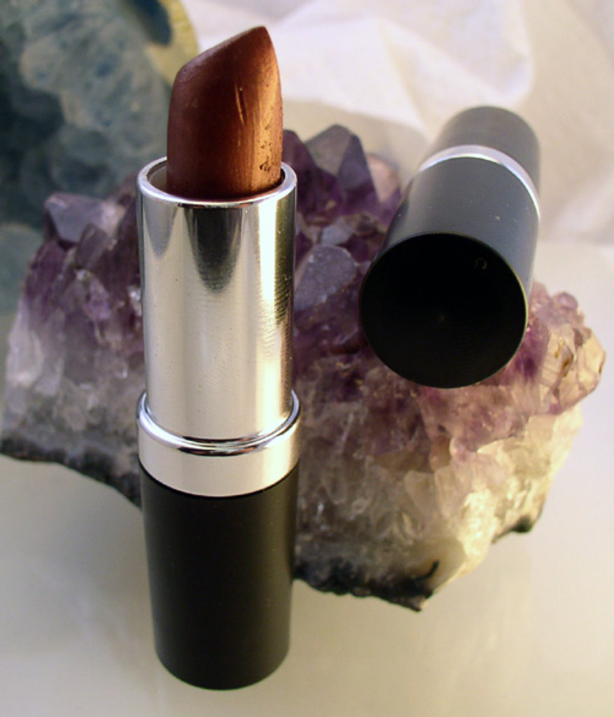 Vegan Lipstick in Magnificient Mauve
