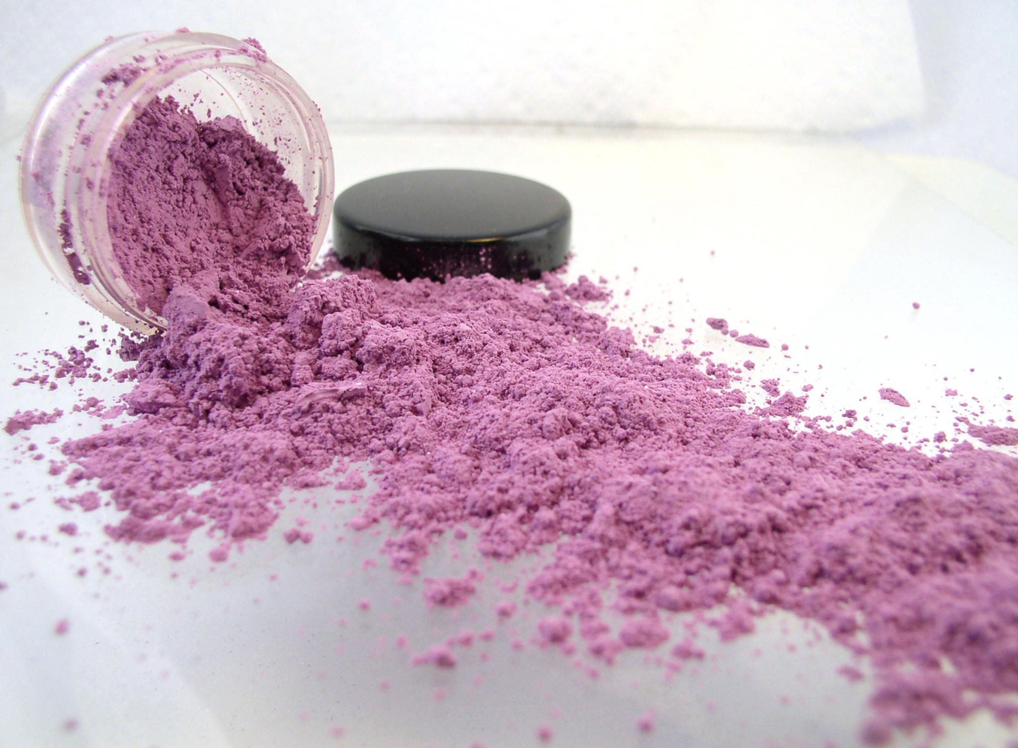 Vegan Mineral Eyeshadow - Hot Pink