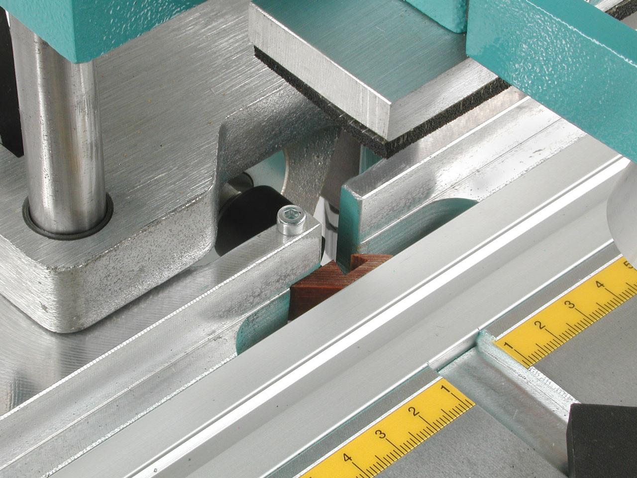 Hoffmann X18 - chip breaker detail