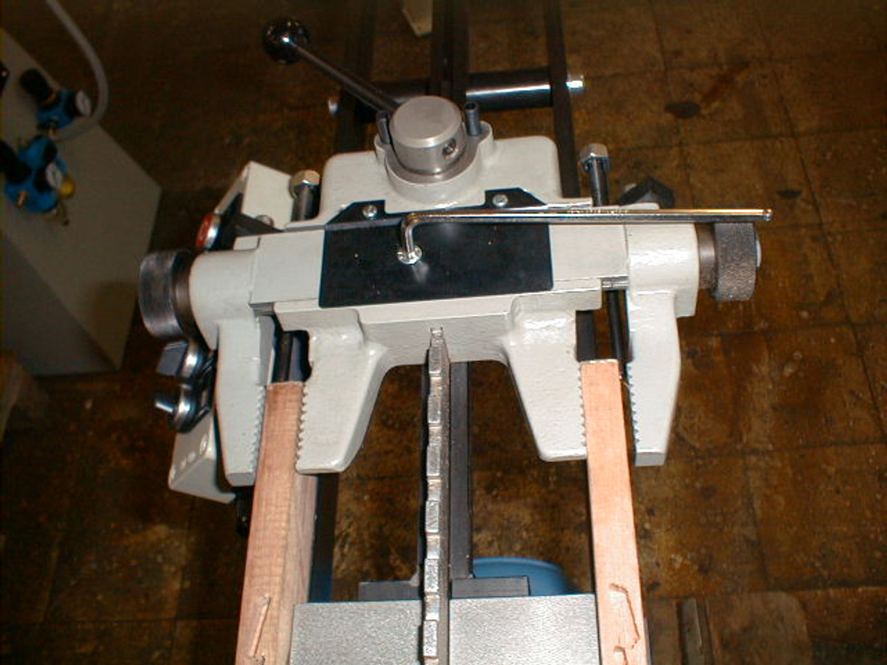 Hoffmann JFA 57 Louver Grooving Machine, material clamp close-up.jpg