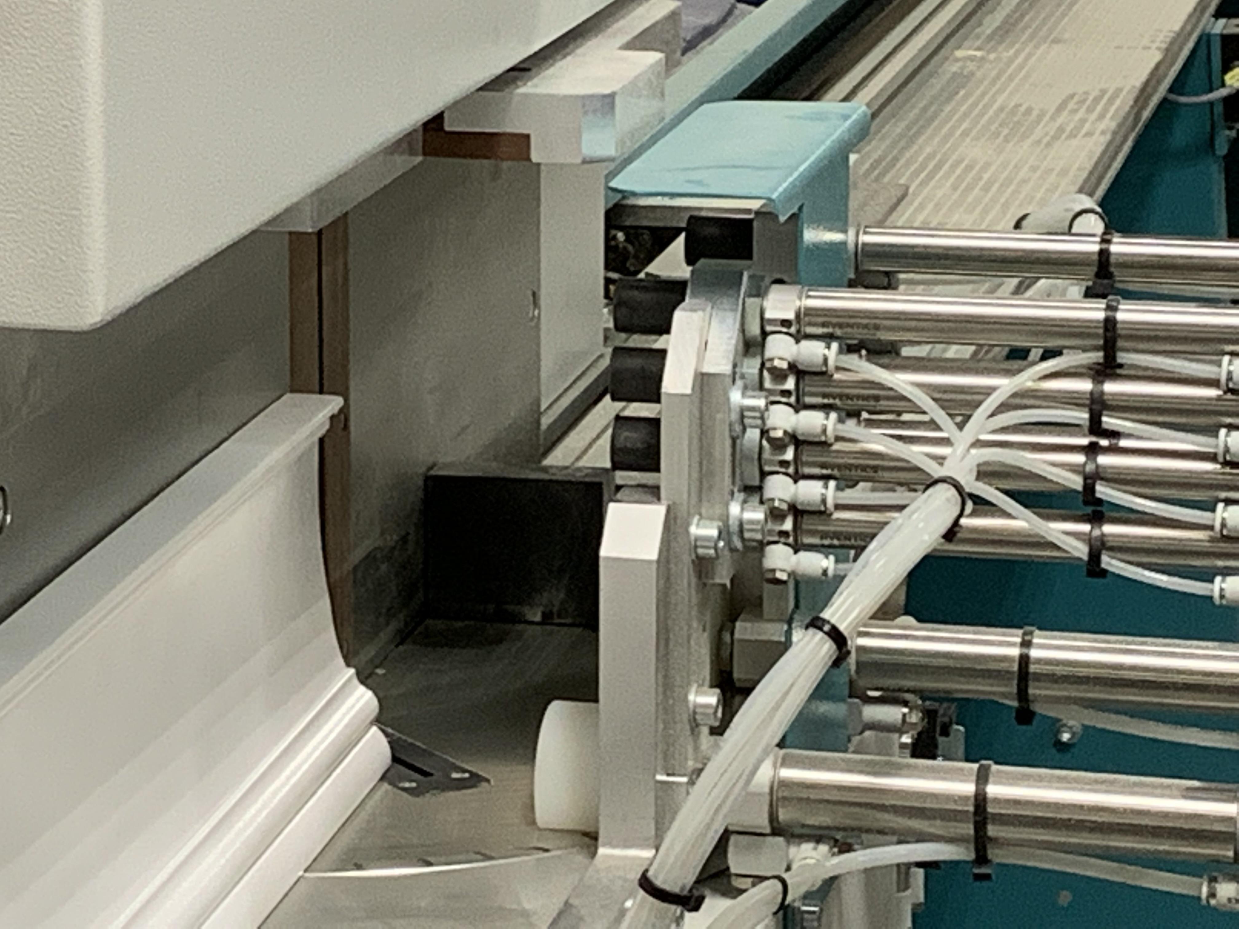acs-1-material-clamp-array-close-up.jpg