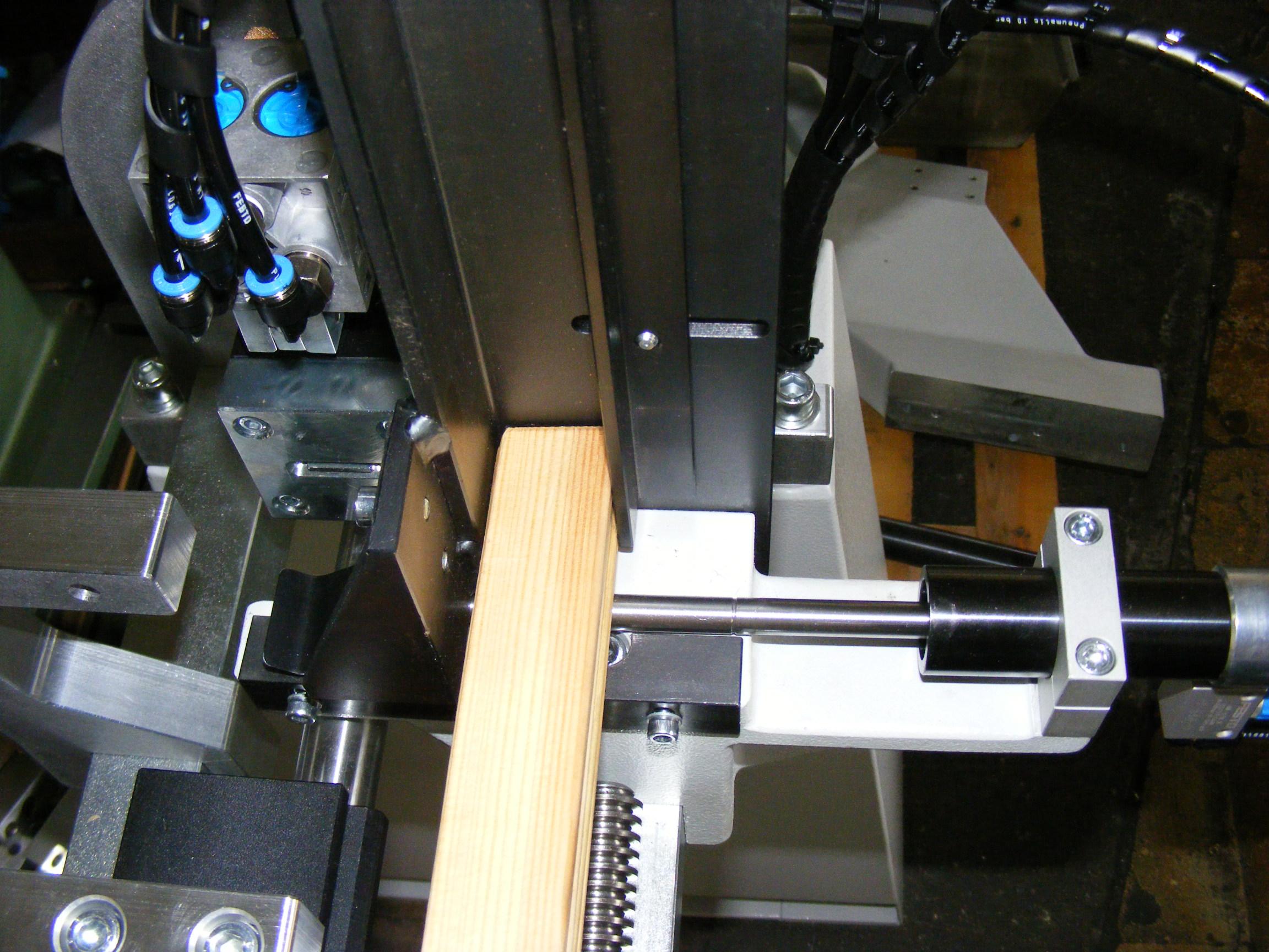 hoffmann-ag-3-automated-slat-chamfering-machine-detail-3.jpg