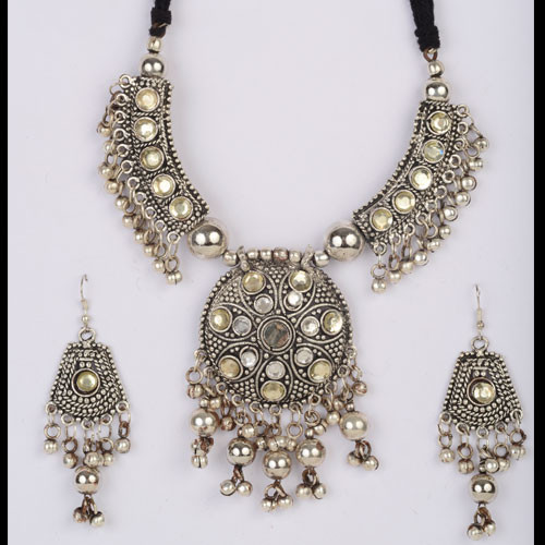 Exquisite Necklace Set Crafted with Dainty Oxidized Silver Beads