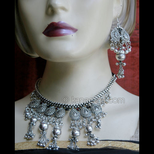 Ostentatious Dangling Silver Necklace Set