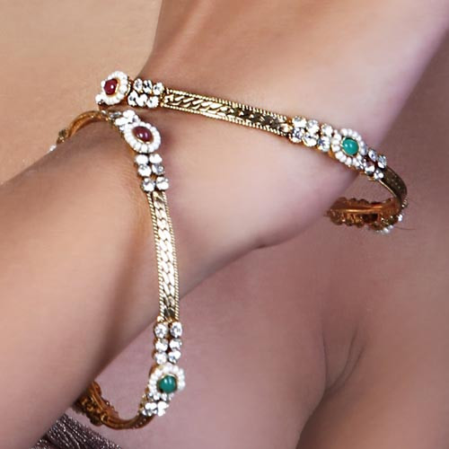 Exquisite Pearl Studded Bangles