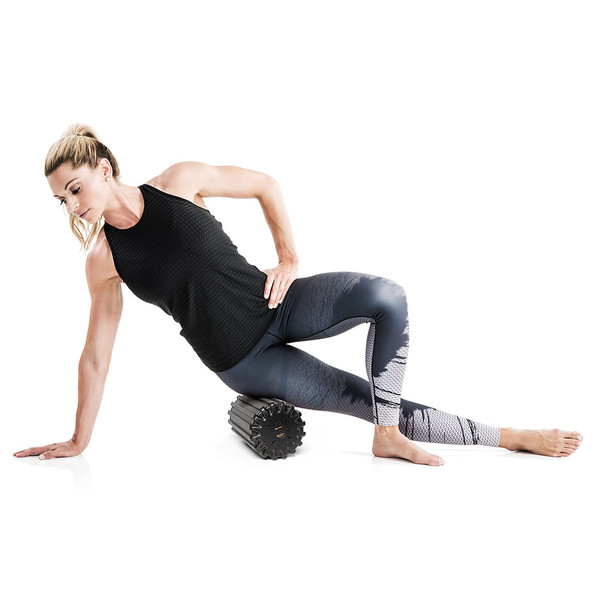 Kim Lyons using the Bionic Body Rechargeable Vibrating Recovery Foam Roller Massager - BBVYP for therapeutic recovery from soreness
