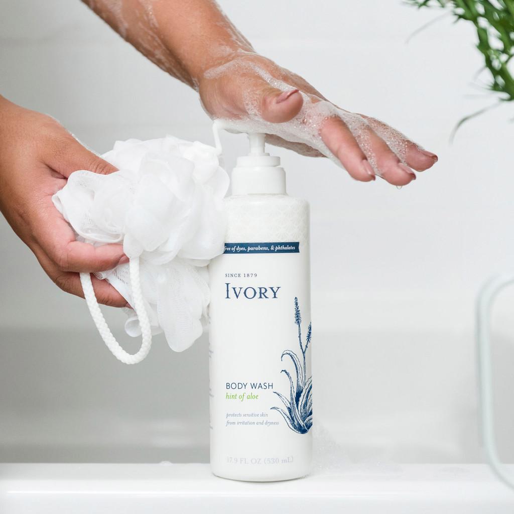 Ivory Moisturizing Body Wash, Hint of Aloe Scent