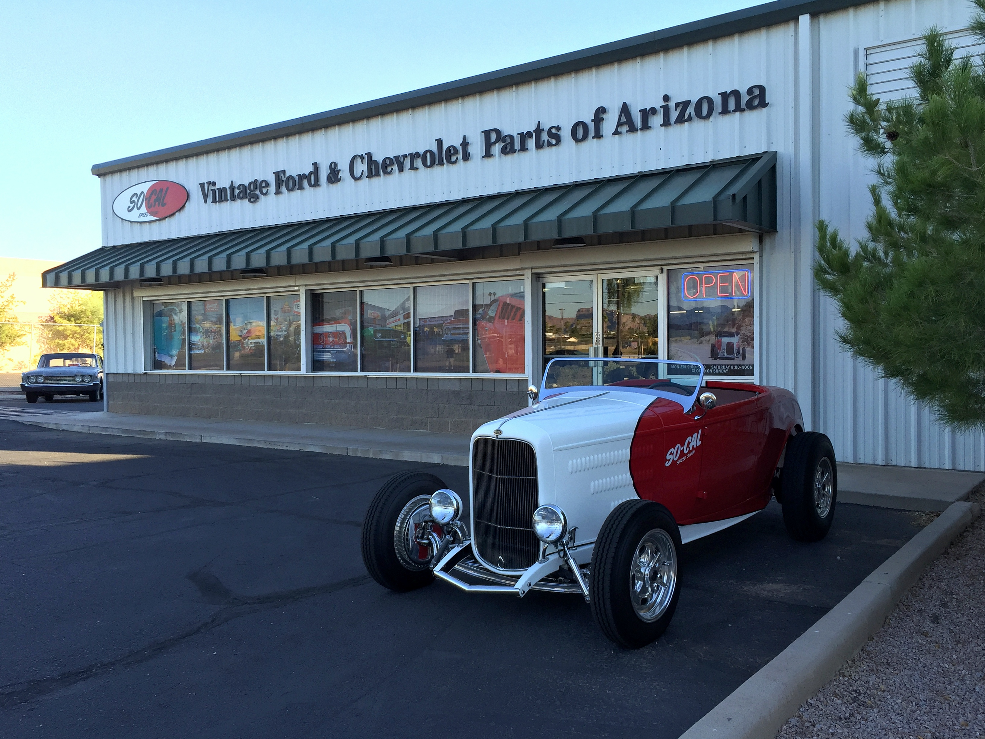 13.3-so-cal-speed-shop-arizona-outside-of-store-32-roadster-ford.jpg