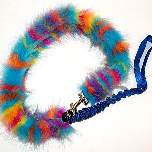 Dog leash with snap hook converts to a tug toy.
