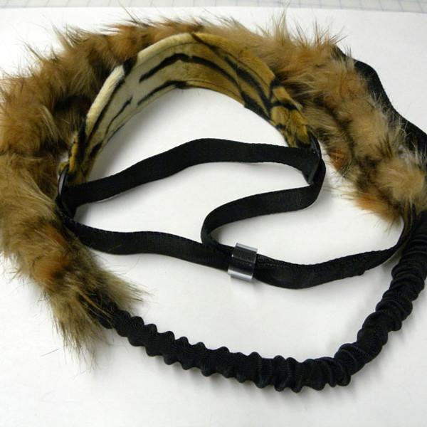 Safari microsuede collar and lion fake fur tug