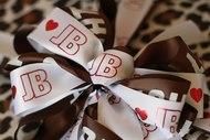 Cinta corporativa impresa con logo personalizado.