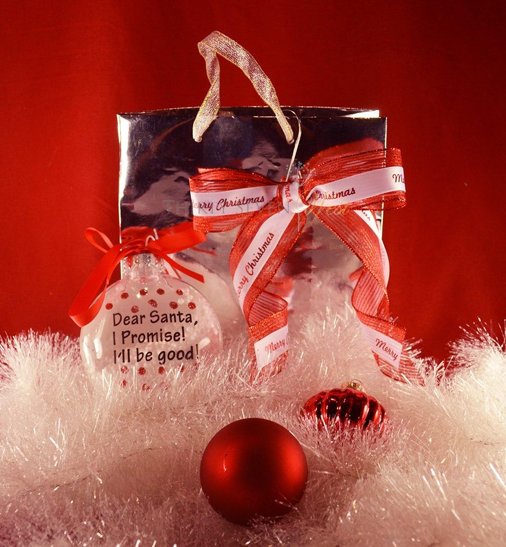 Cinta roja impresa personalizada con logotipo plateado o letras combinadas con bolsa y adornos plateados Una declaración simple con una elegante bolsa de regalo hace que cualquier regalo sea más impactante