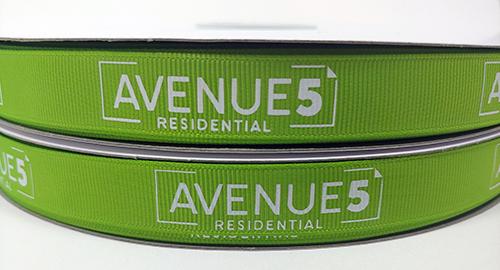 Cinta de tela con tinta permanente en el logotipo, Cinta de tela acanalada con impresión de logotipo de compañía.