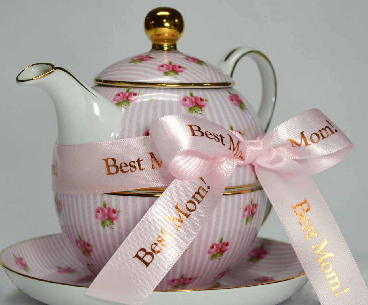 As if this teapot isn't just cute enough?  Best Mom is the Perfect Message for Mother's Day, her Birthday, Any holiday ribbon!