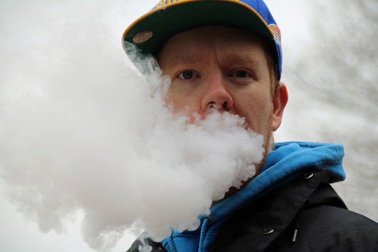 Scientists Say Vape Shops Should Stay Open During COVID-19 Crisis