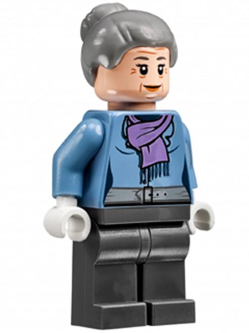 Aunt May, Light Purple Scarf (sh272)