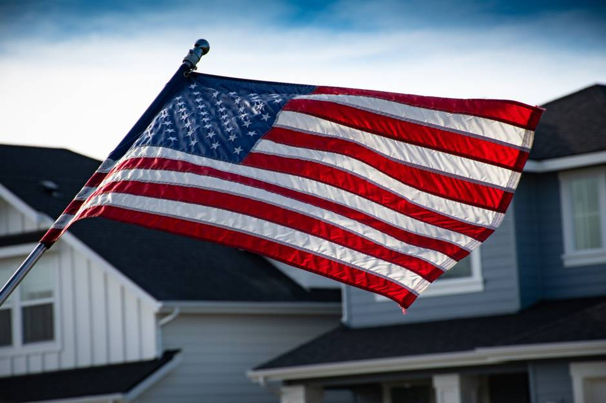 7 American Flag Hanging Mistakes to Avoid for Homeowners