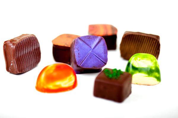 SINGLE MILK & WHITE  CHOCOLATES