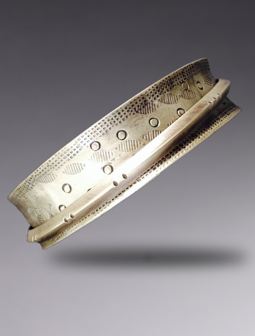 Narrow Sterling Silver Bangle with 1 Float