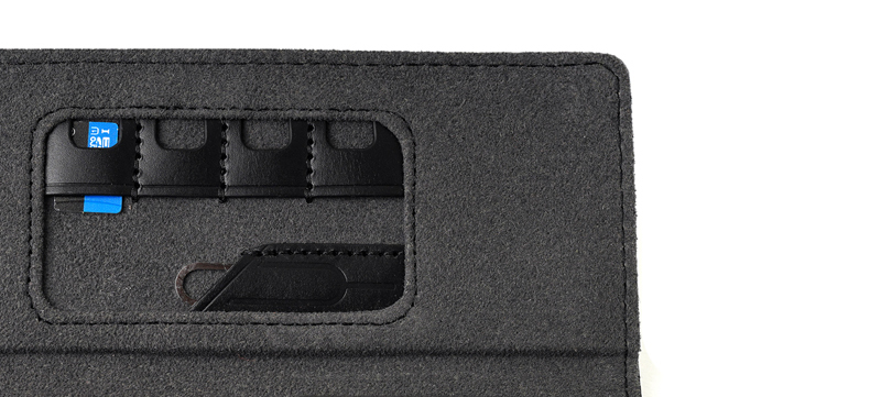 Storage pockets on the outer flap of the Unio case