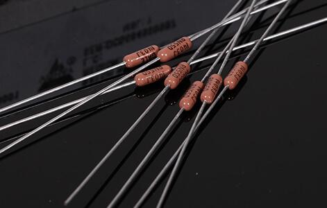 Questyle CMA Twelve resistors