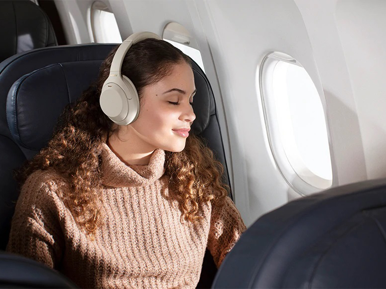 Sony wh1000X M4 lady on airplane