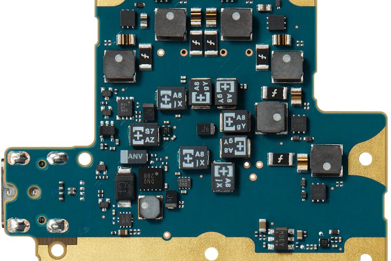 Circuit board with POSCAP for enhanced low-range