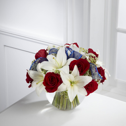 TheIndependence Bouquet will dazzle your recipient this Summer just in time for the exciting celebration that the Fourth of July brings. Brilliant red roses and white Asiatic lilies are subtly accented with Queen Annes Lace and a sheer blue ribbon al