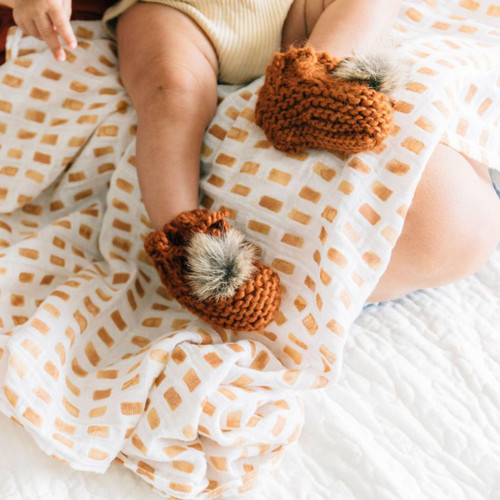 Newborn Pom Booties, Cinnamon