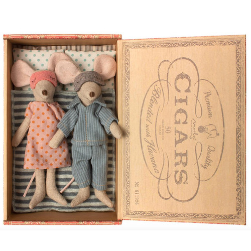 Mice in Cigarbox, Mom & Dad