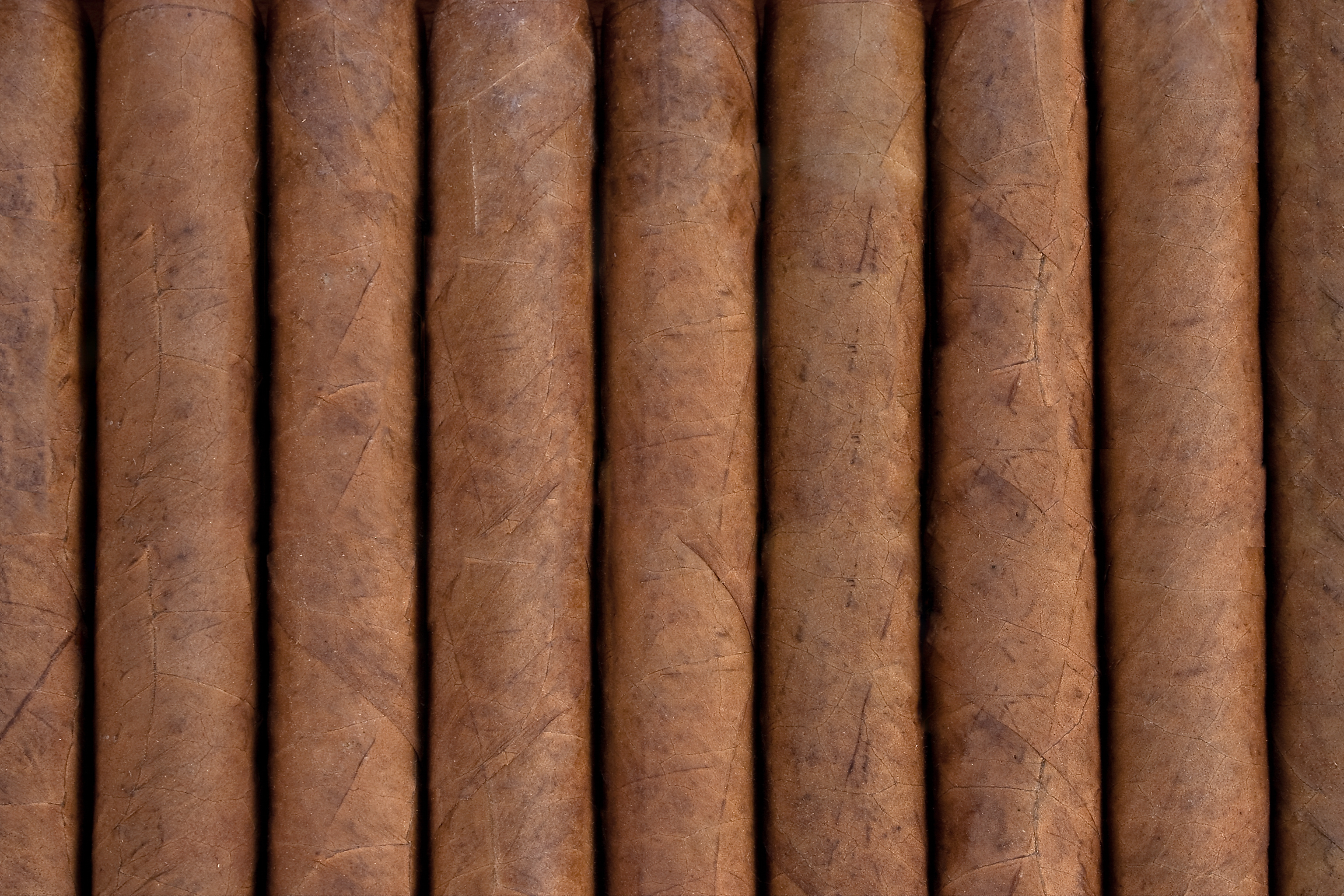 The Difference Between Hand Rolled And Machine Rolled Cigars