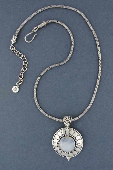 Arinna Necklace